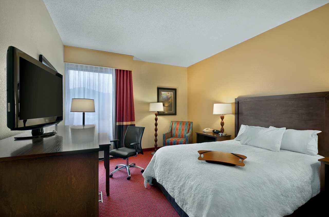 Room - Hampton Inn Cherokee