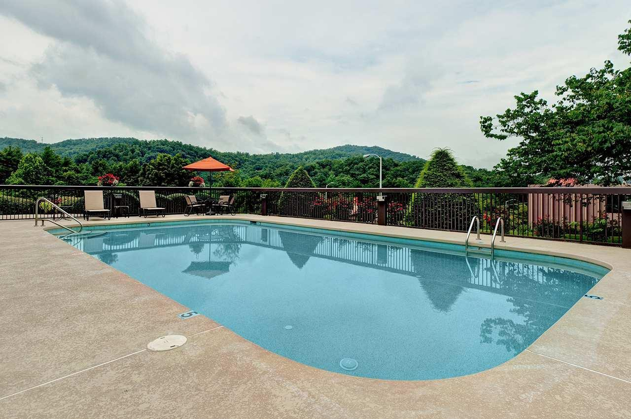 Pool - Hampton Inn Cherokee