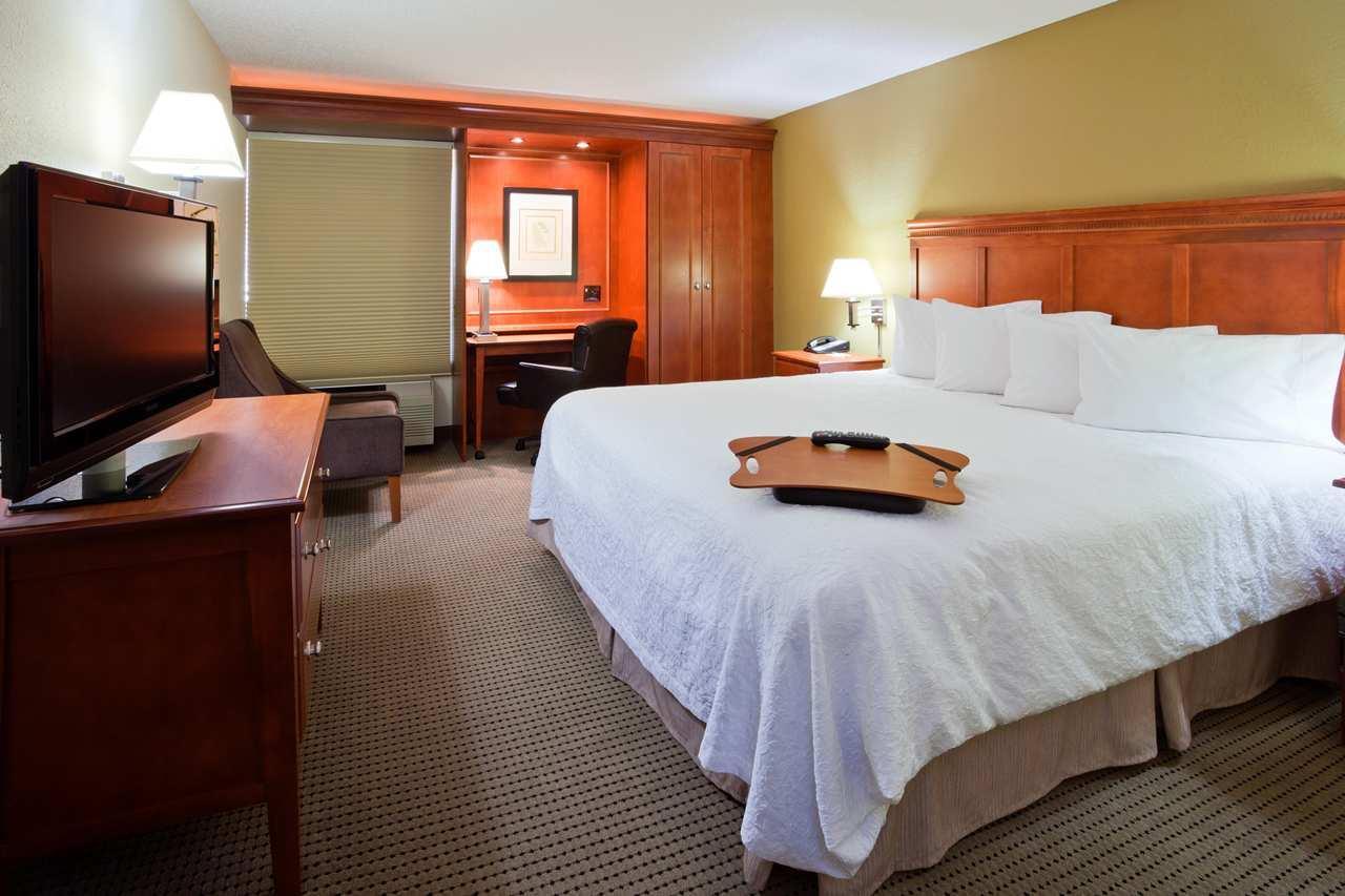 Room - Hampton Inn Cedar Rapids