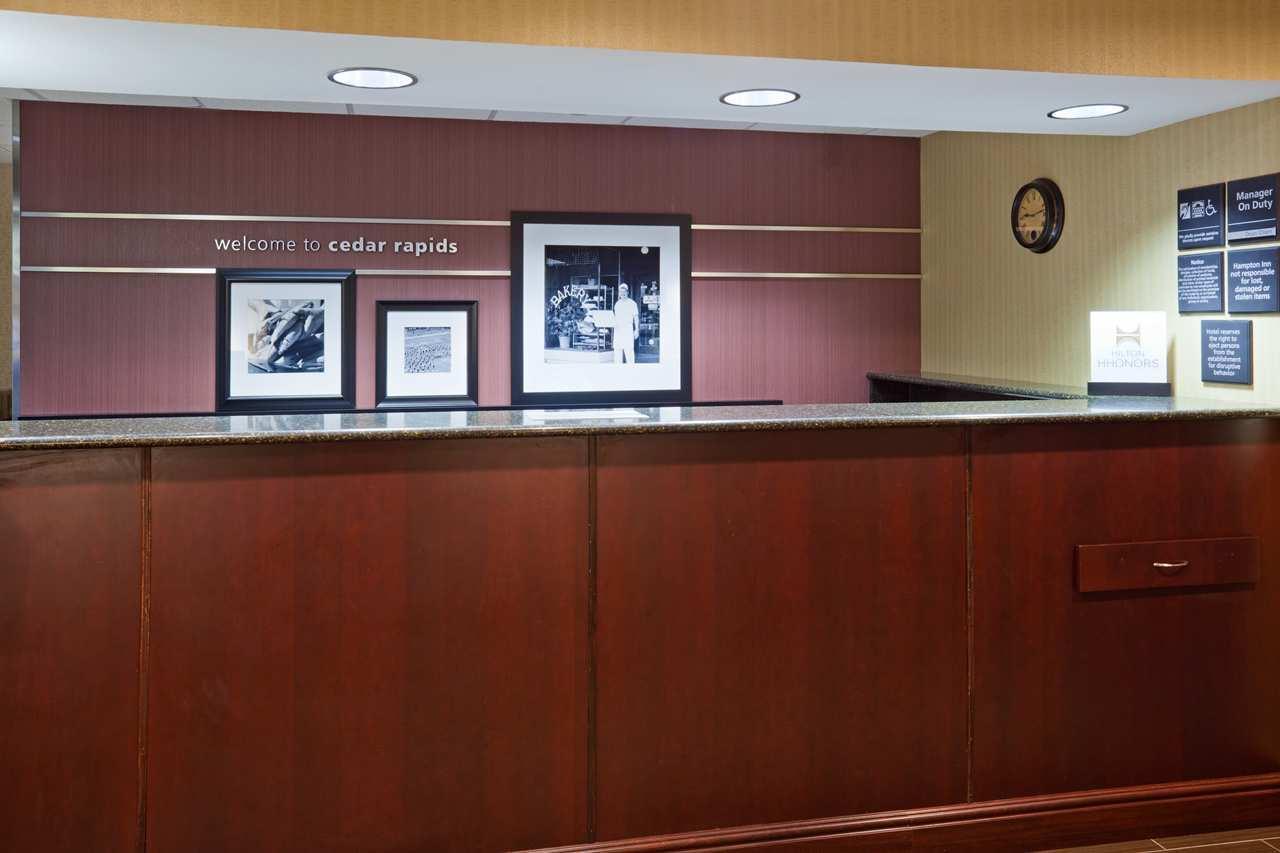 Lobby - Hampton Inn Cedar Rapids