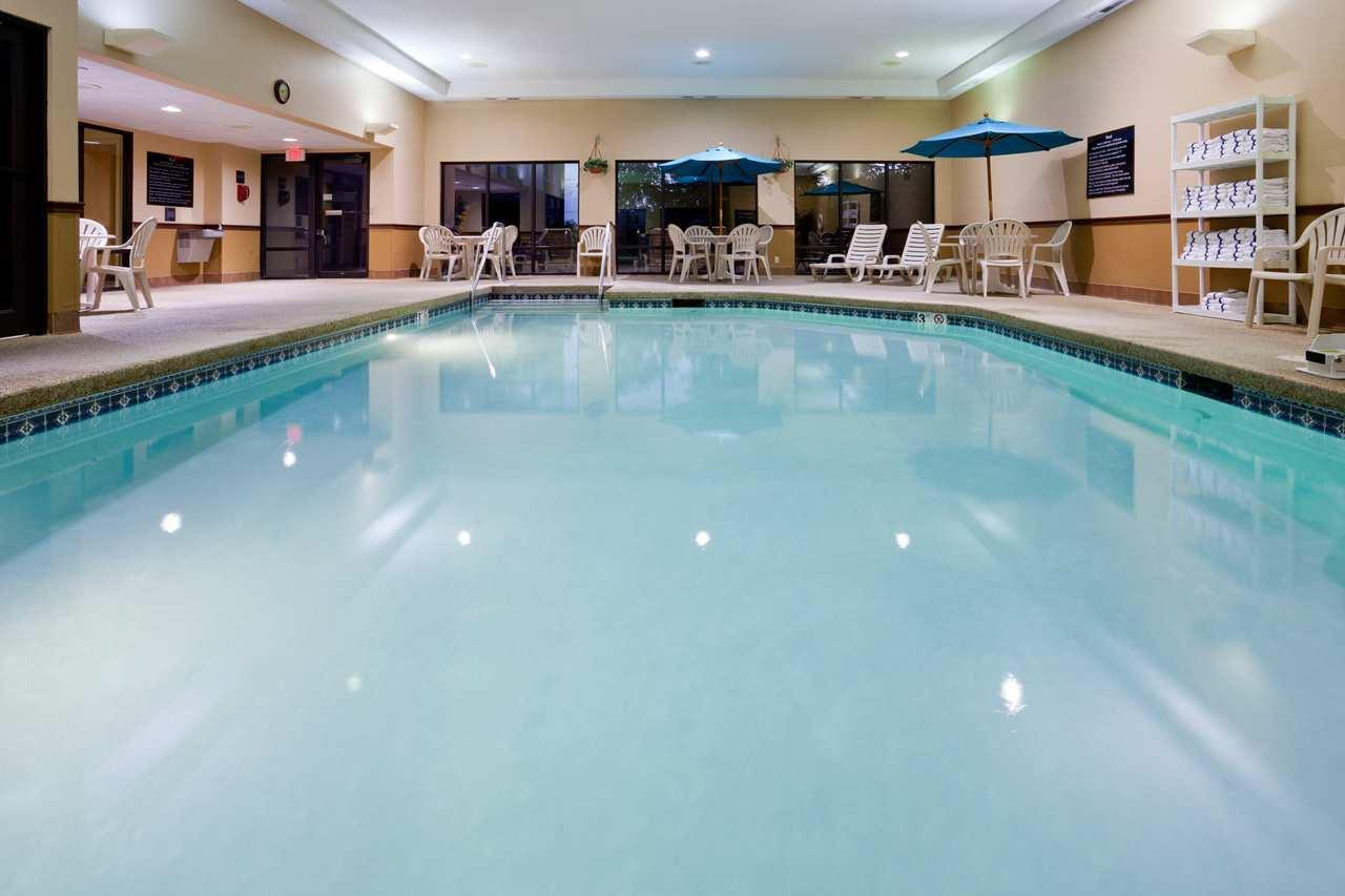 Pool - Hampton Inn Cedar Rapids