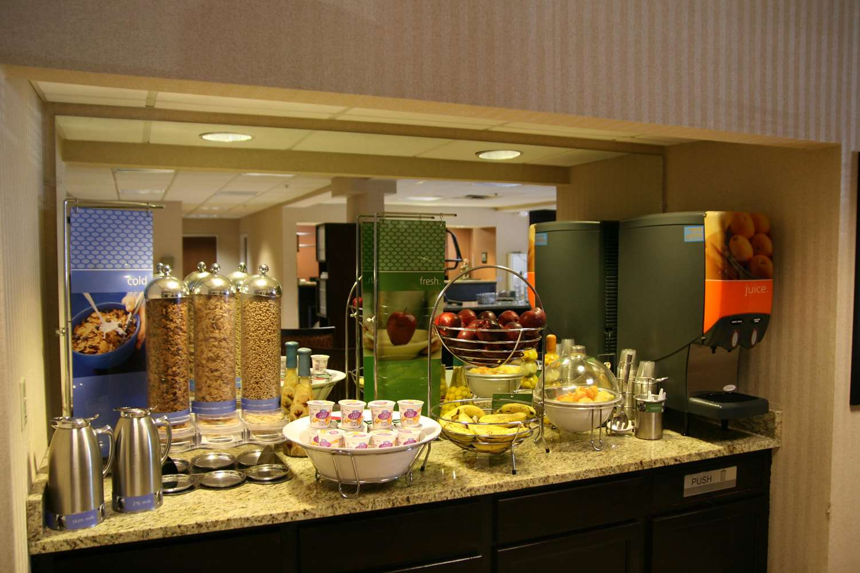 Restaurant - Hampton Inn Commerce