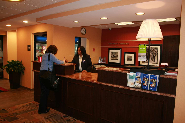 Lobby - Hampton Inn Commack