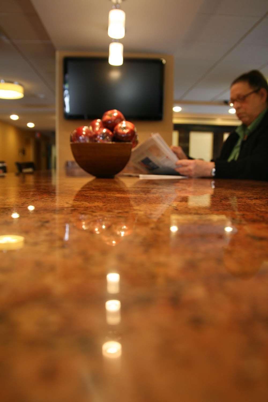 Restaurant - Hampton Inn Commack
