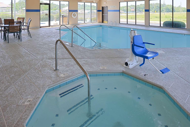 Pool - Hampton Inn Carbondale