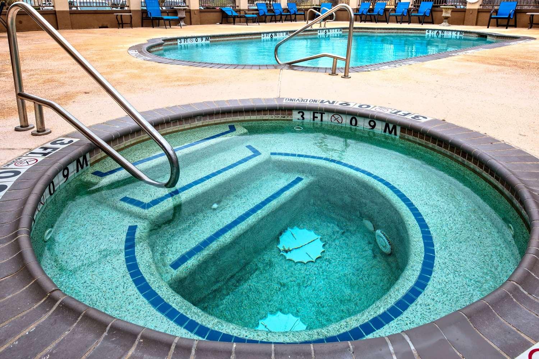 Pool - Hampton Inn & Suites Corsicana