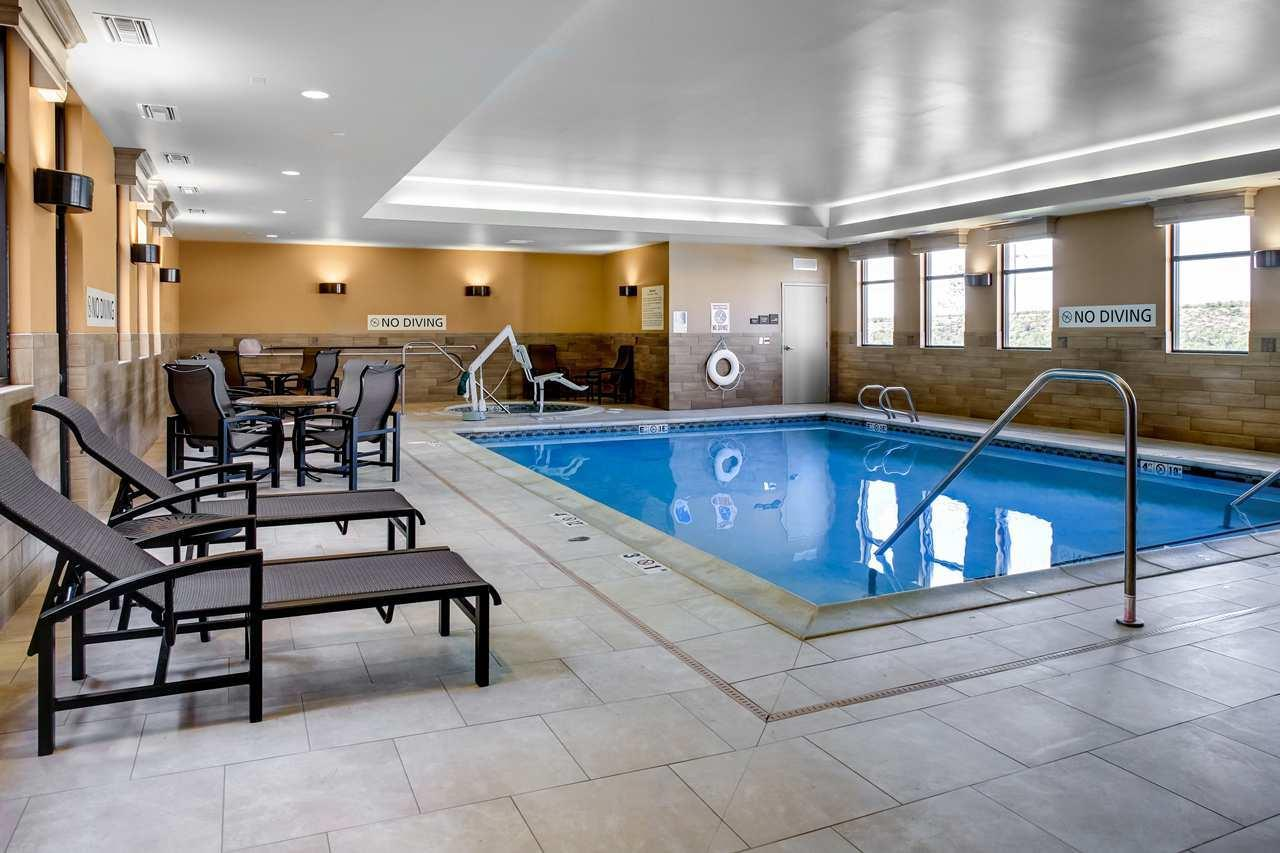 Pool - Hampton Inn & Suites Dodge City