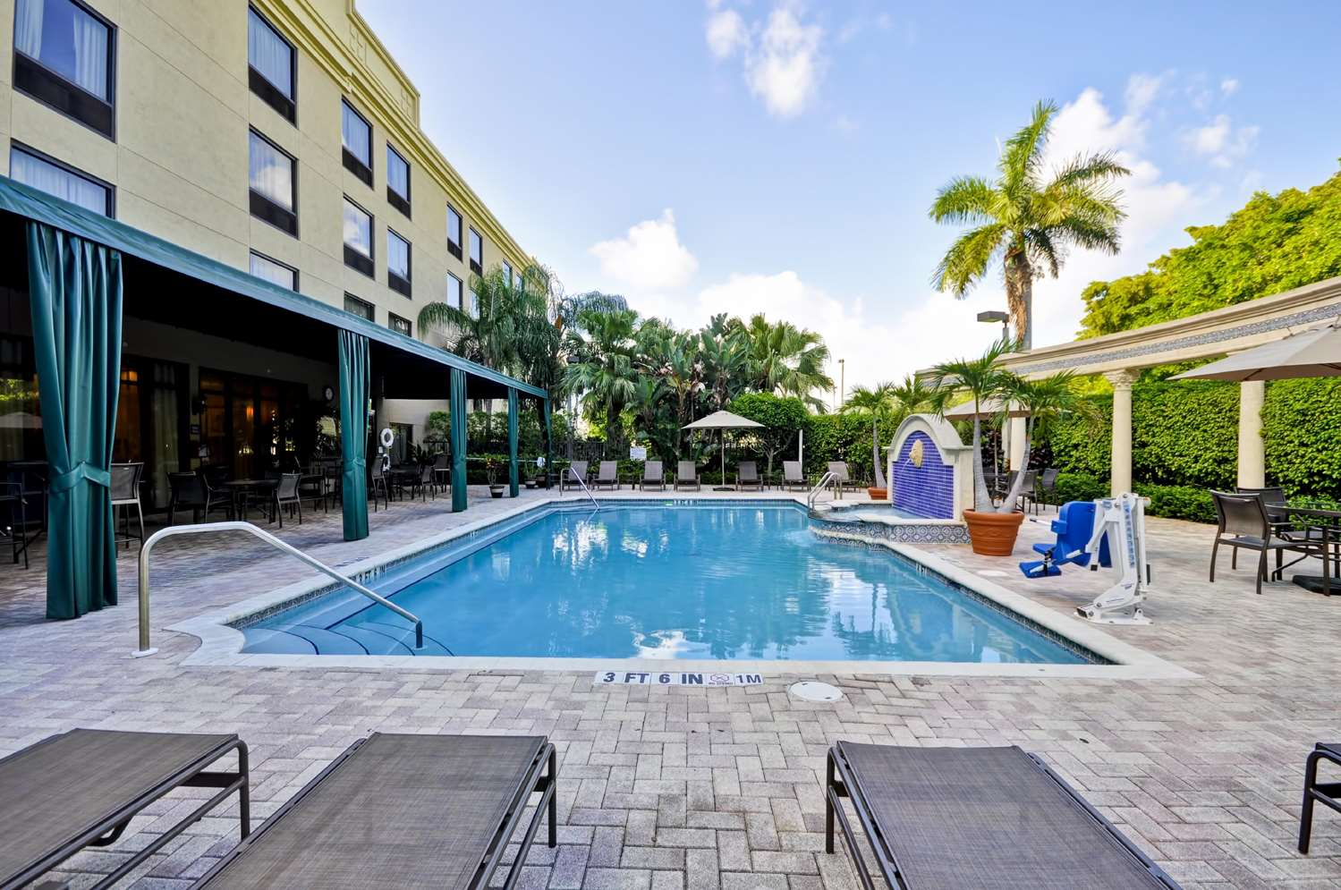 Pool - Hampton Inn Deerfield Beach