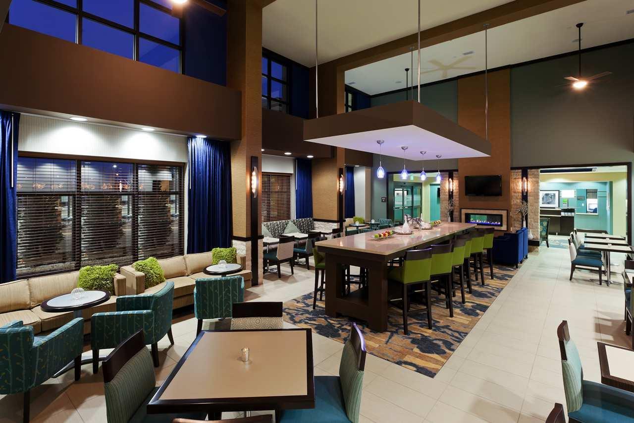 Lobby - Hampton Inn & Suites Airport Denver