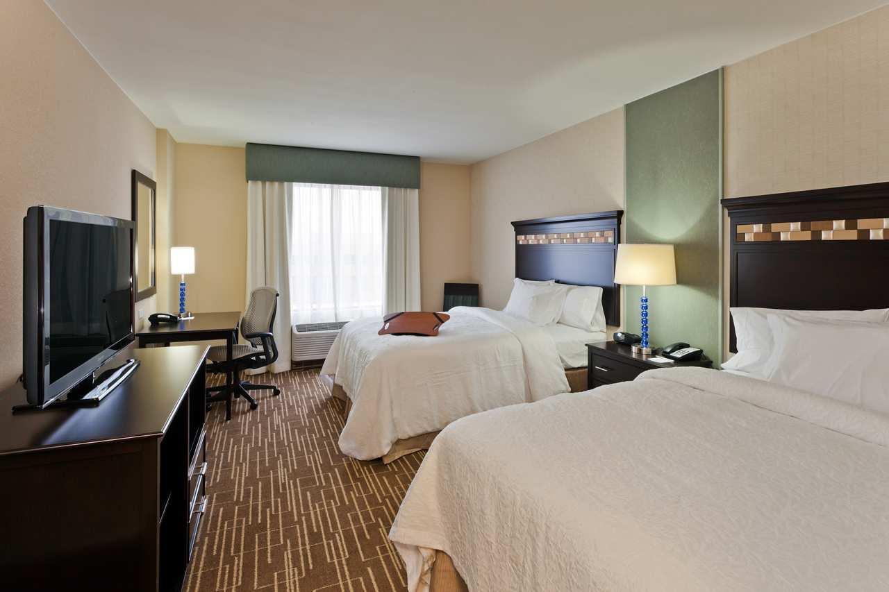 Room - Hampton Inn & Suites Airport Denver