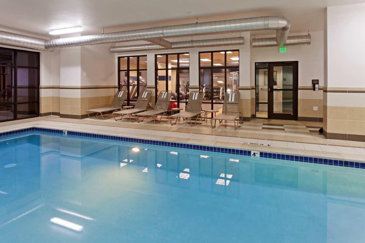 Pool - Hampton Inn & Suites Airport Denver