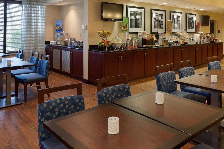 Restaurant - Hampton Inn Fairhaven