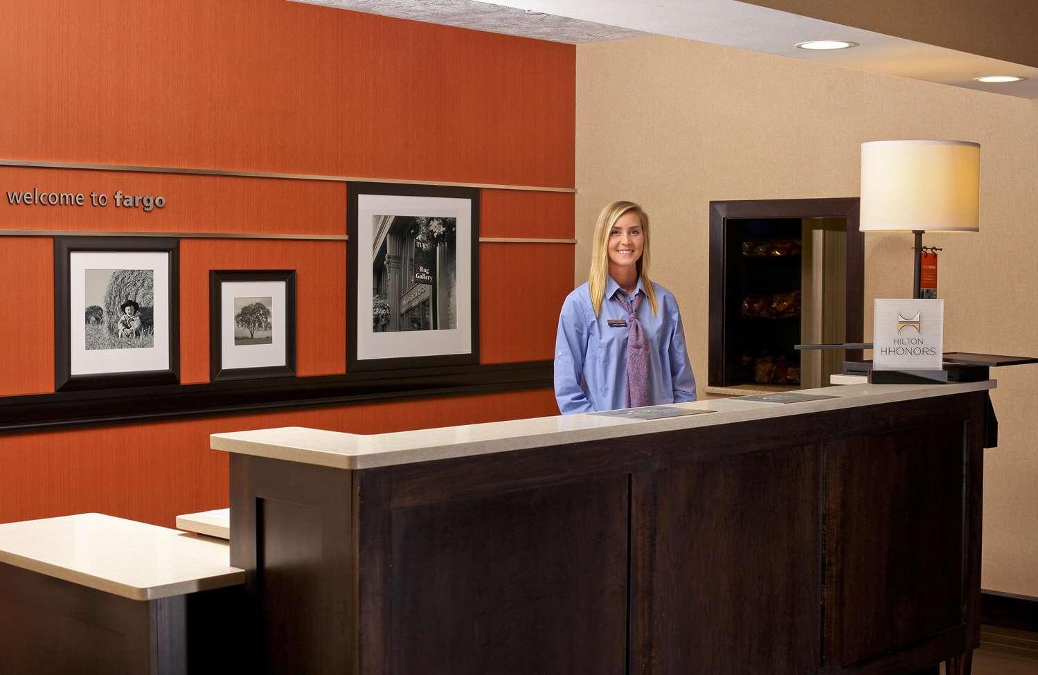Lobby - Hampton Inn & Suites Fargo