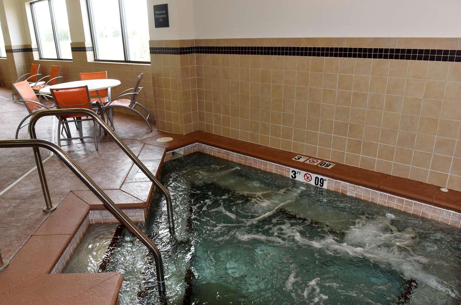 Pool - Hampton Inn & Suites Fargo