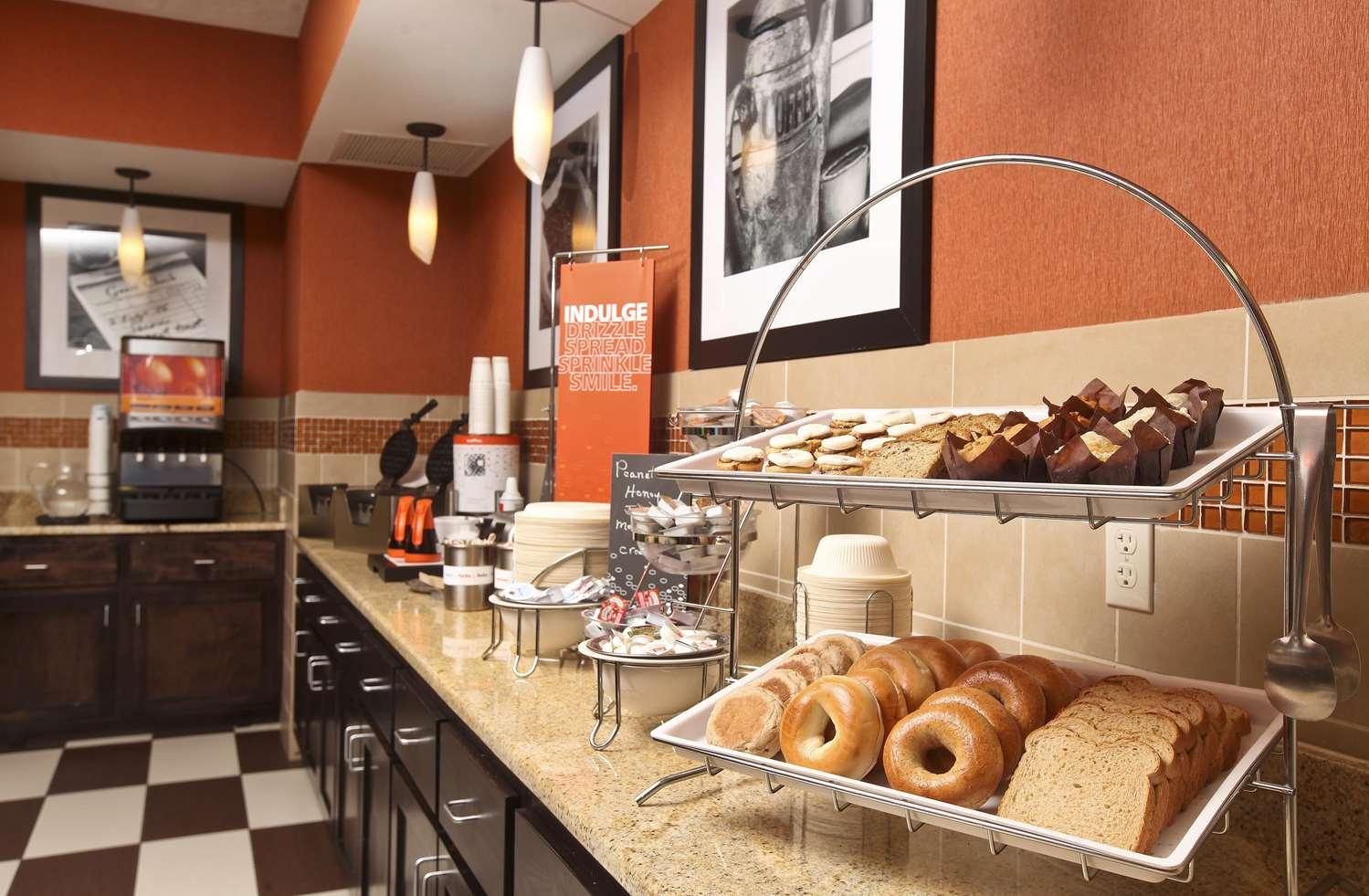 Restaurant - Hampton Inn & Suites Fargo