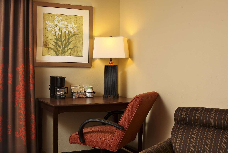 Room - Hampton Inn & Suites Fargo