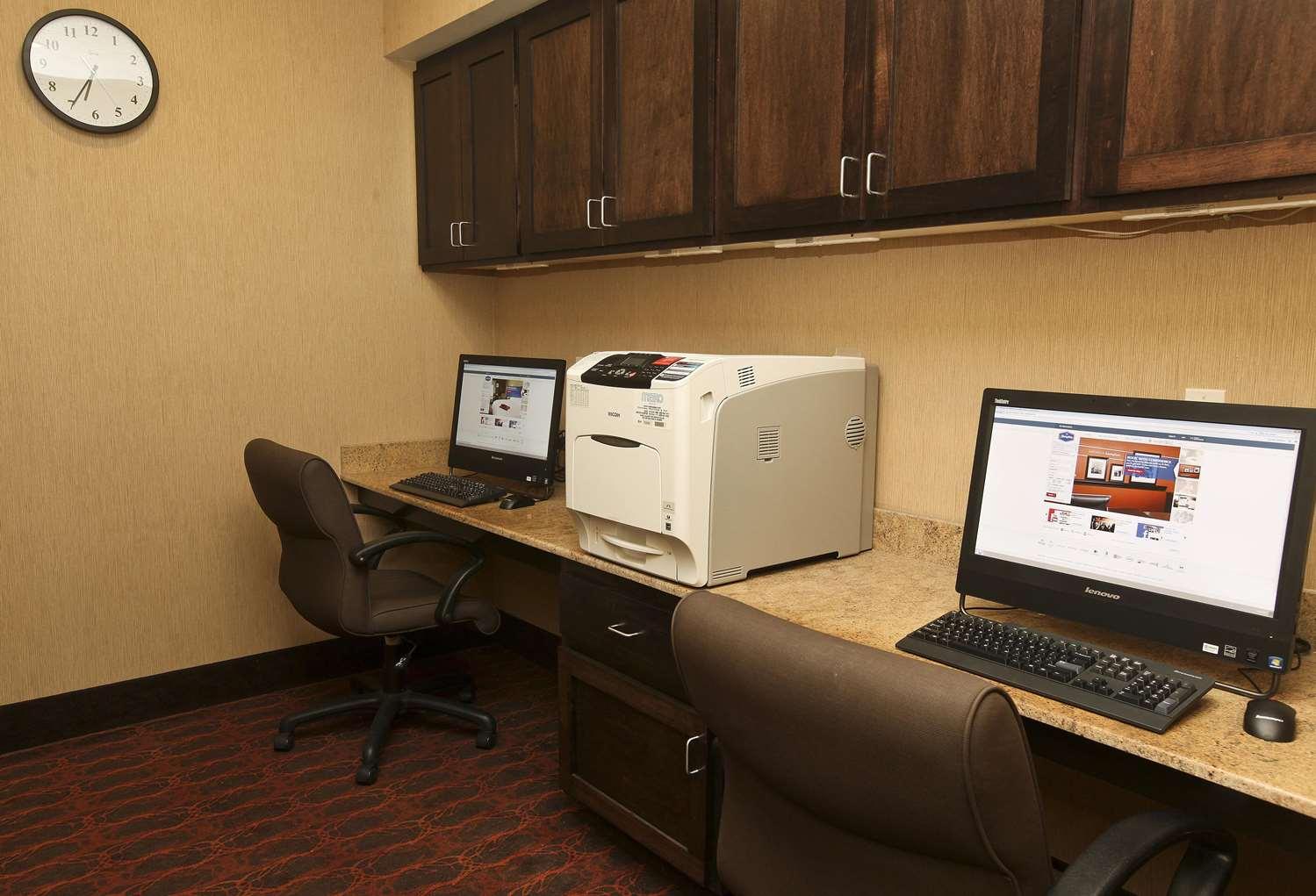 Conference Area - Hampton Inn & Suites Fargo