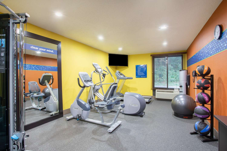 Fitness/ Exercise Room - Hampton Inn Fishkill