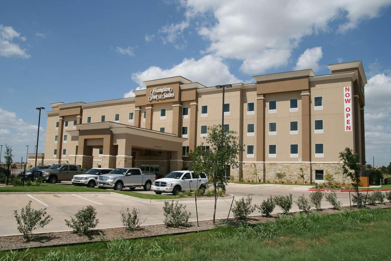 Hampton Inn - Suites Cleburne TX