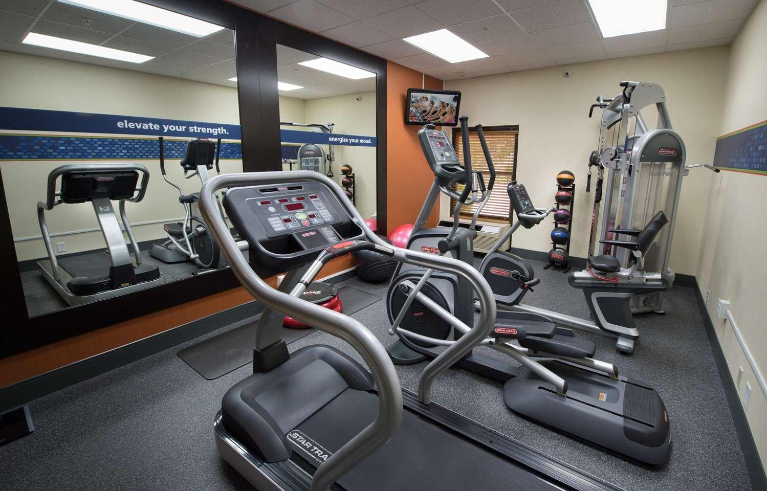 Fitness/ Exercise Room - Hampton Inn Gainesville