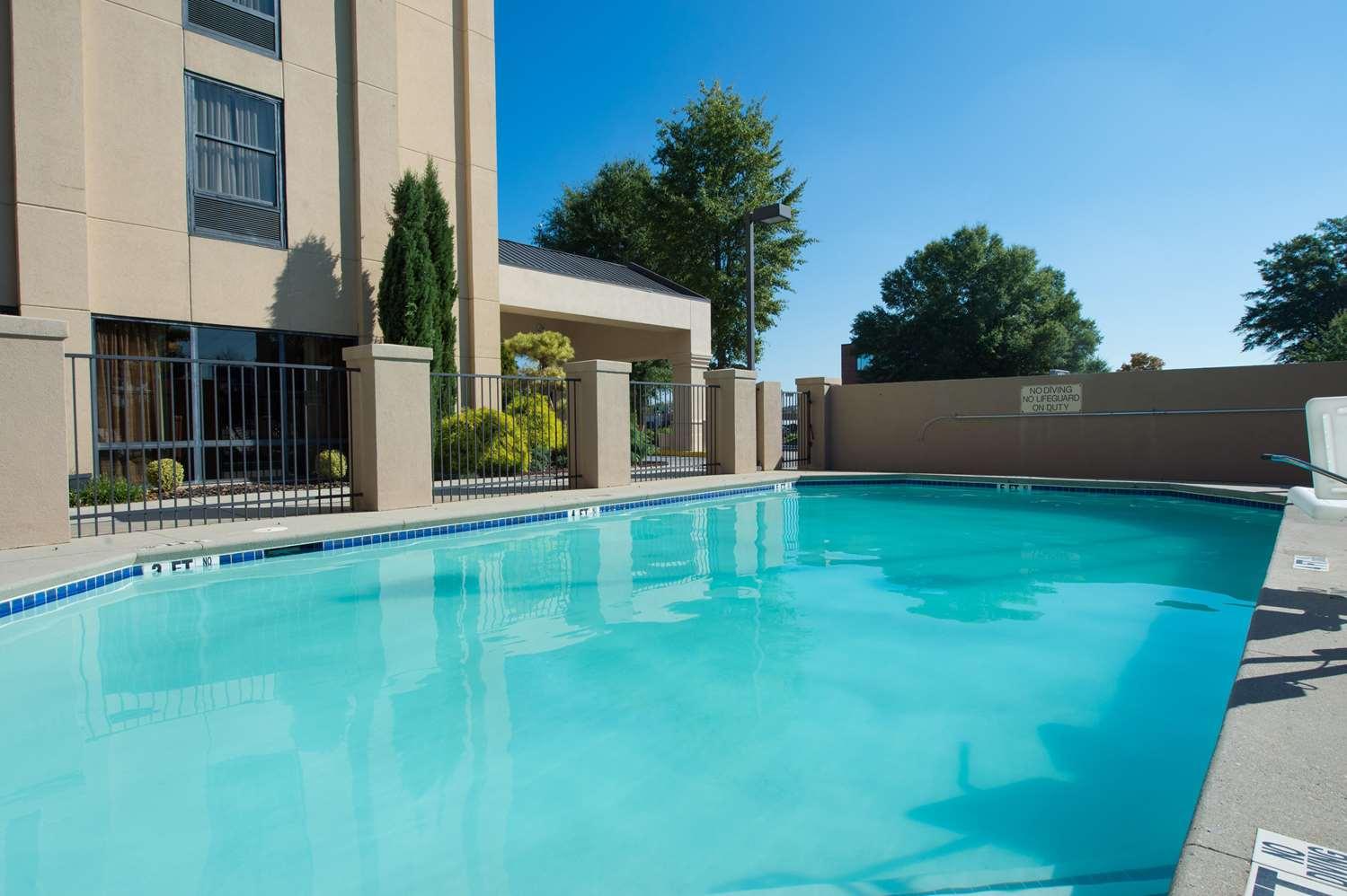 Pool - Hampton Inn Gainesville