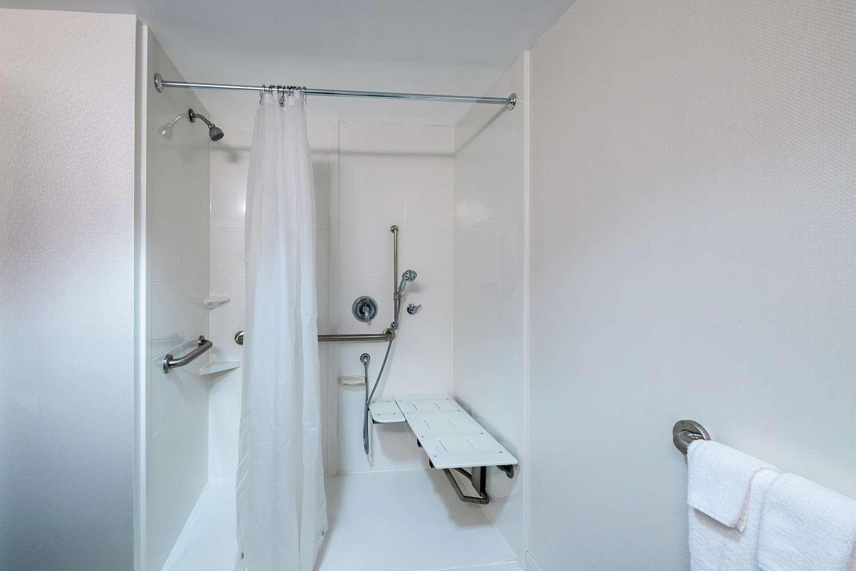 Room - Hampton Inn Gainesville