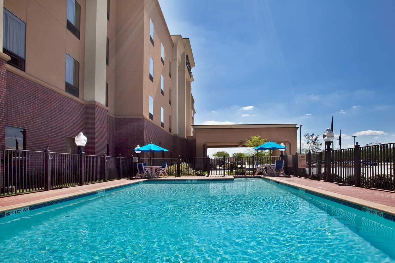 Pool - Hampton Inn & Suites Morgan City