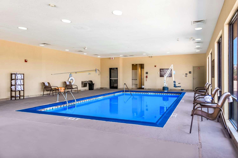 Pool - Hampton Inn Derby