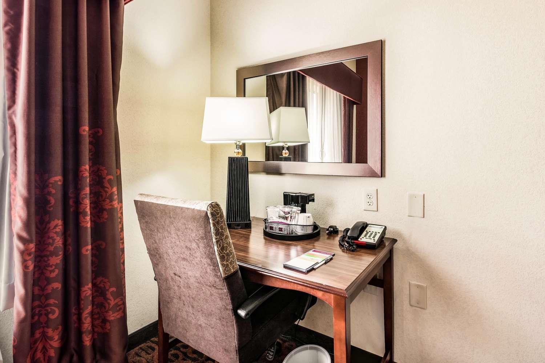 Room - Hampton Inn Derby