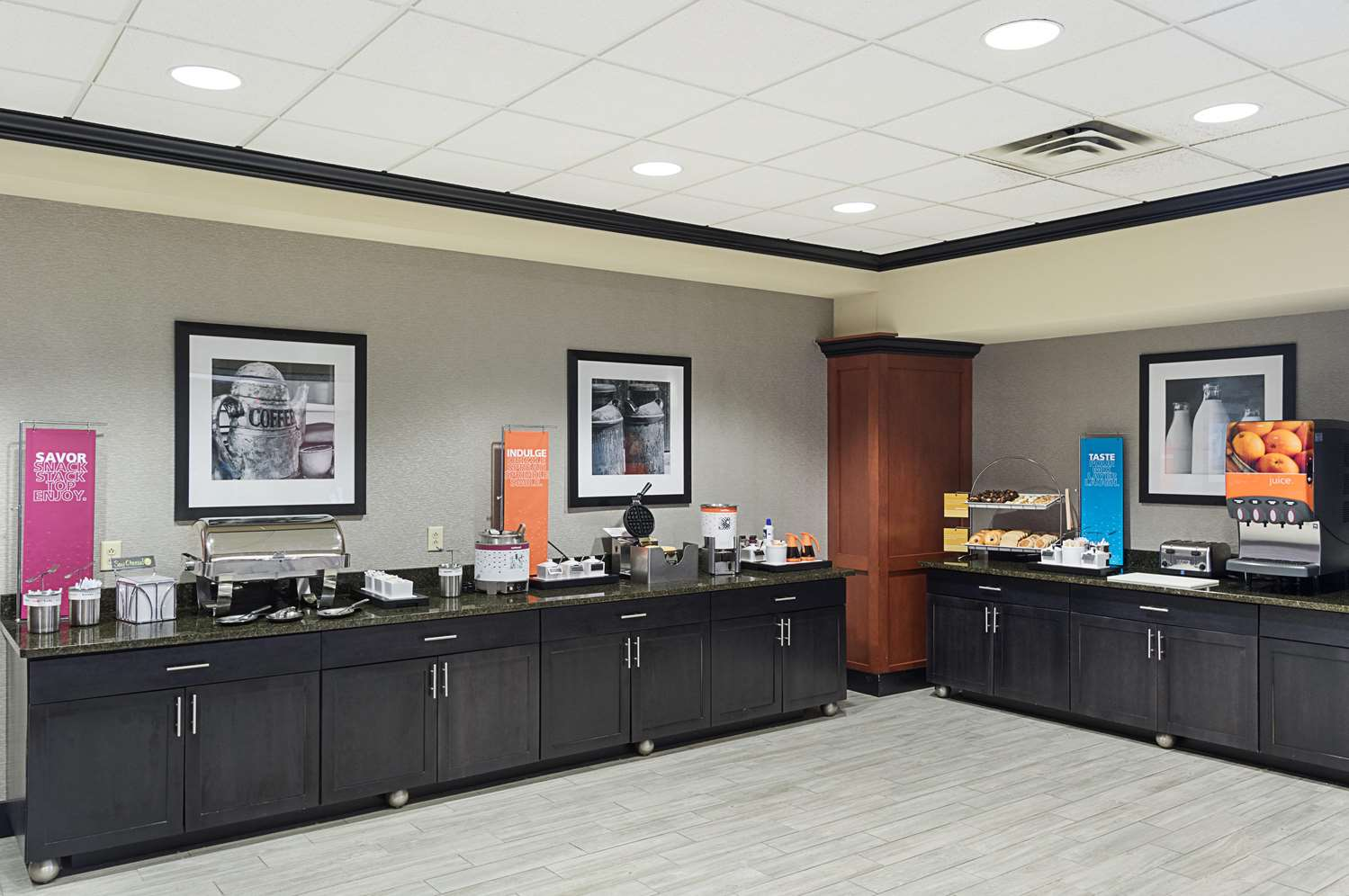 Restaurant - Hampton Inn & Suites Brownsburg