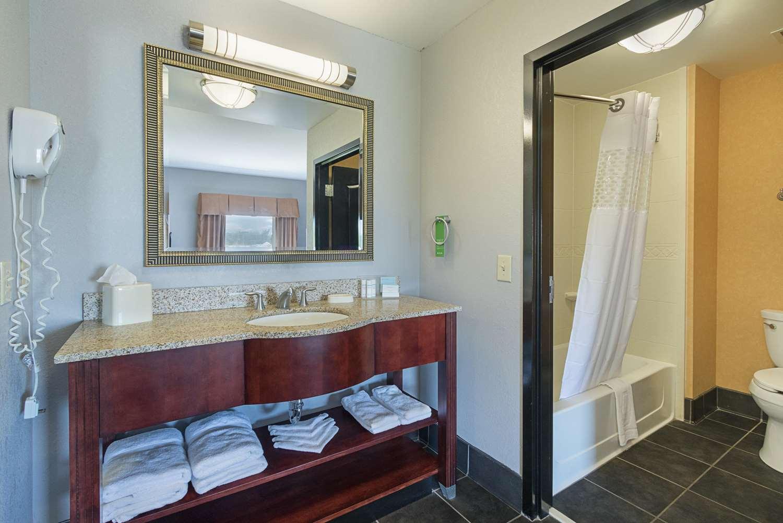 Room - Hampton Inn & Suites Brownsburg