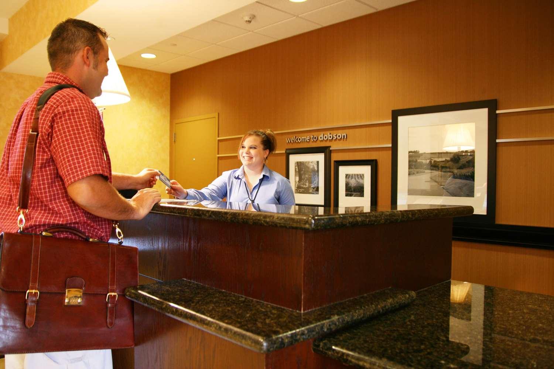 Lobby - Hampton Inn & Suites Dobson