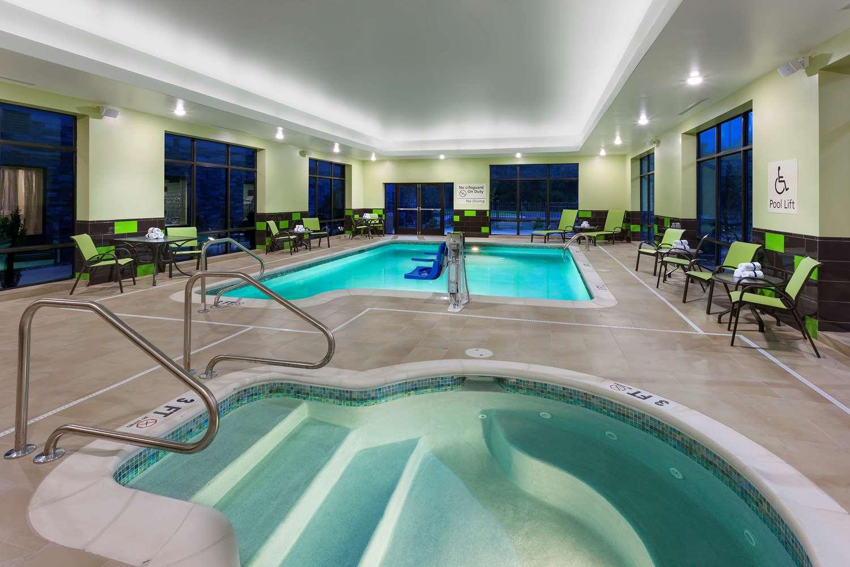 Pool - Hampton Inn & Suites Williamsport