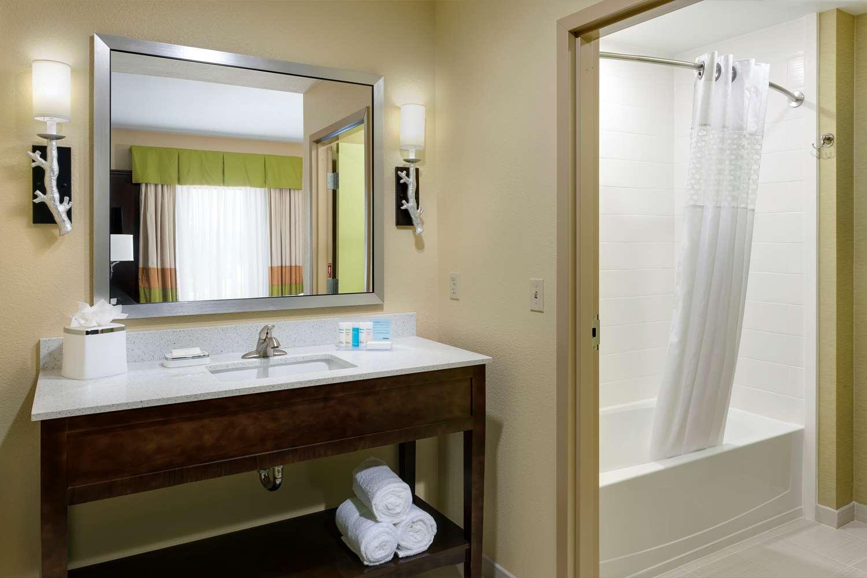 Room - Hampton Inn & Suites Williamsport