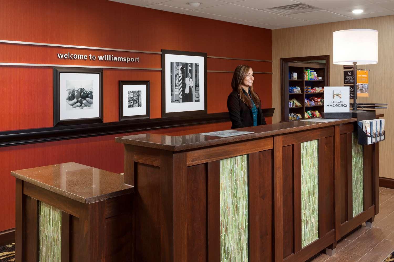 Lobby - Hampton Inn & Suites Williamsport