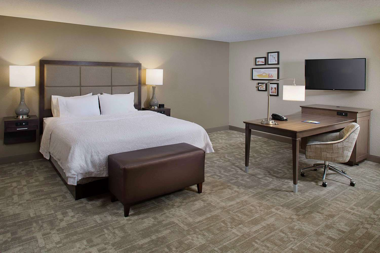 Room - Hampton Inn Garden City