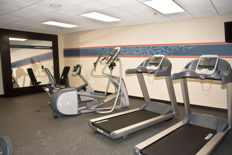 Fitness/ Exercise Room - Hampton Inn Maumelle