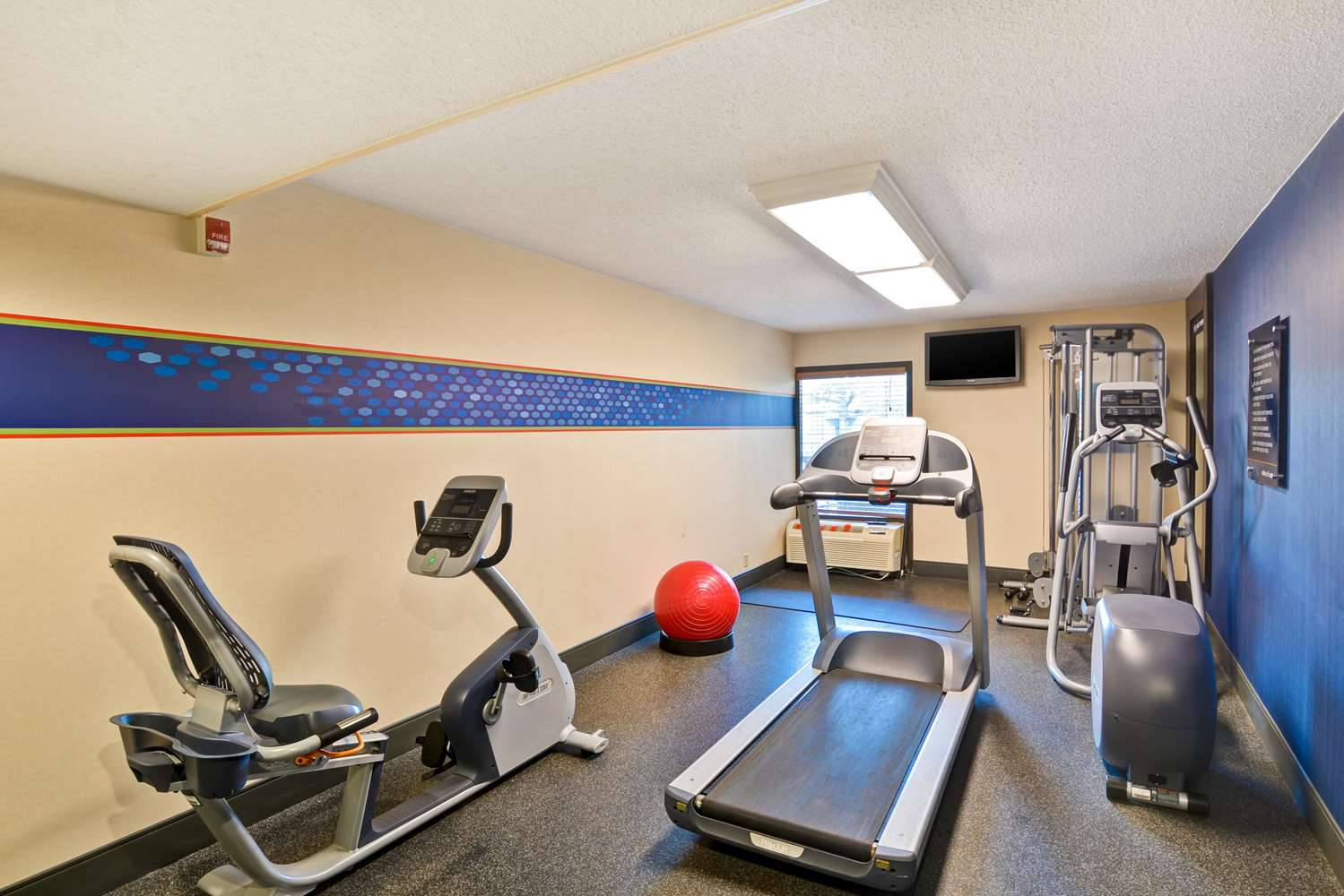 Fitness/ Exercise Room - Hampton Inn Poplar Avenue Memphis
