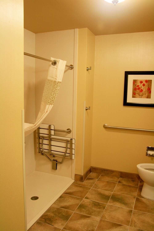 Room - Hampton Inn & Suites Mission