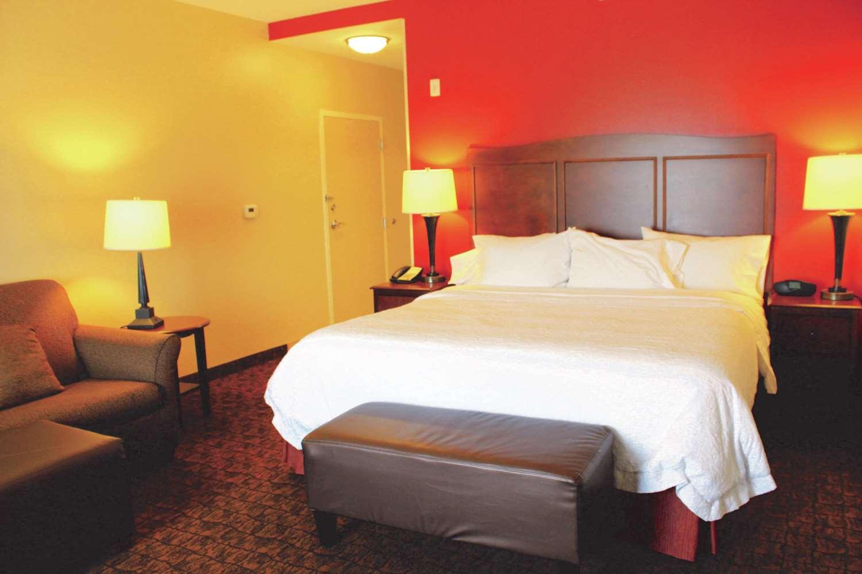 Room - Hampton Inn & Suites McAllen