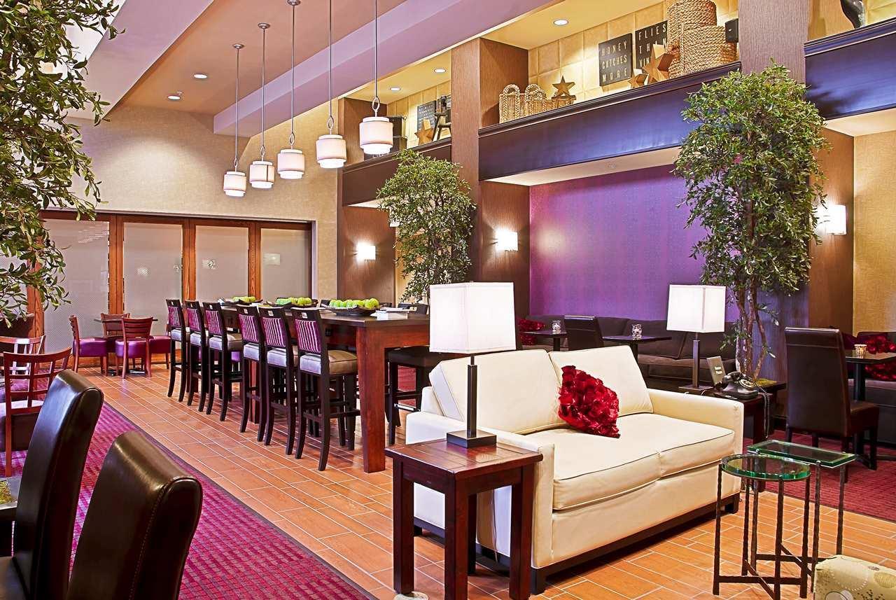 Lobby - Hampton Inn & Suites Marshalltown
