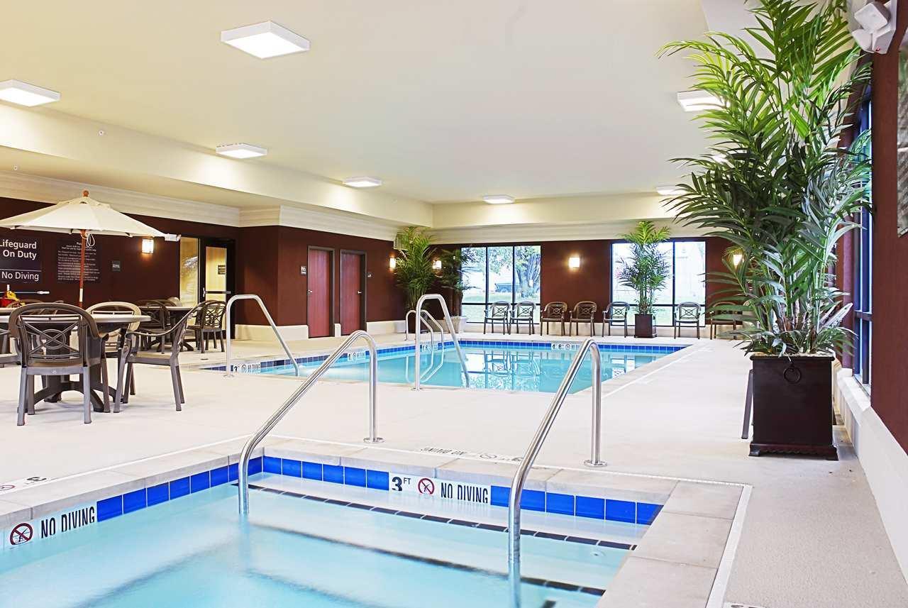 Pool - Hampton Inn & Suites Marshalltown
