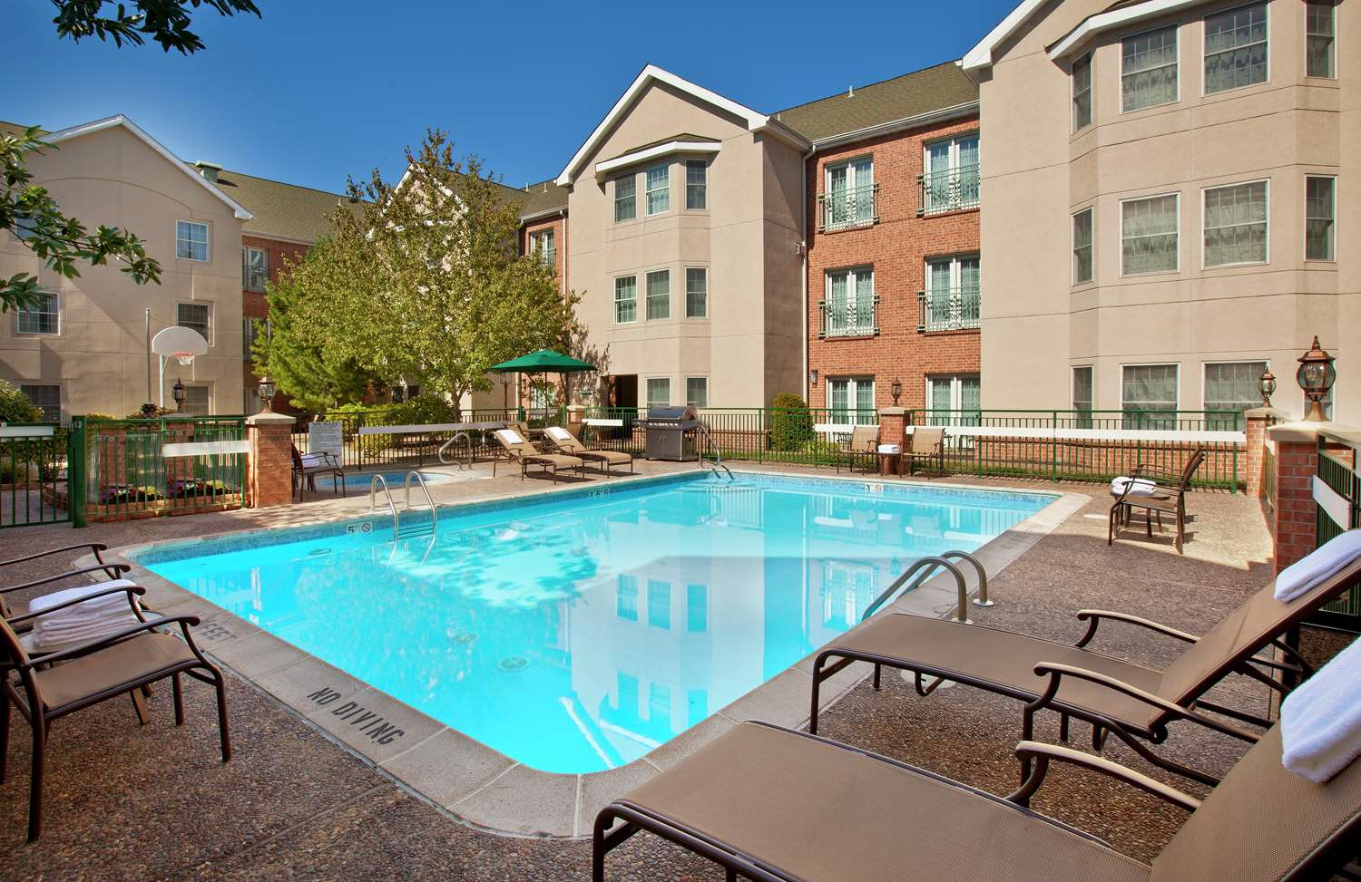 Pool - Homewood Suites by Hilton Airport Kansas City