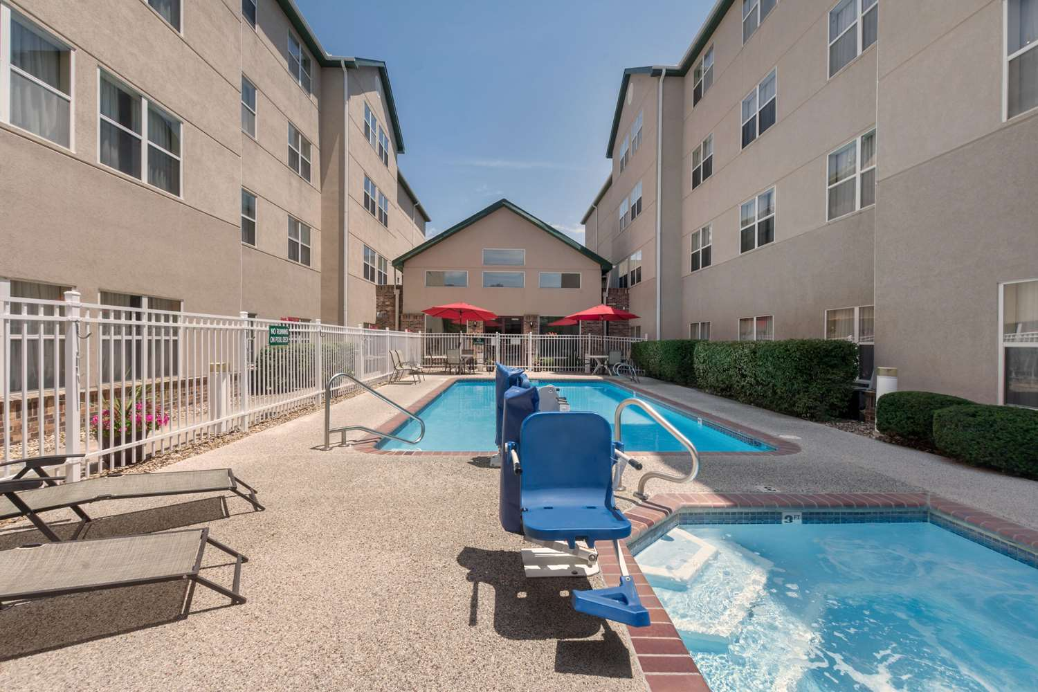 Pool - Homewood Suites by Hilton Overland Park