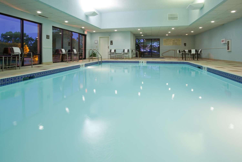 Pool - Hampton Inn Airport Milwaukee