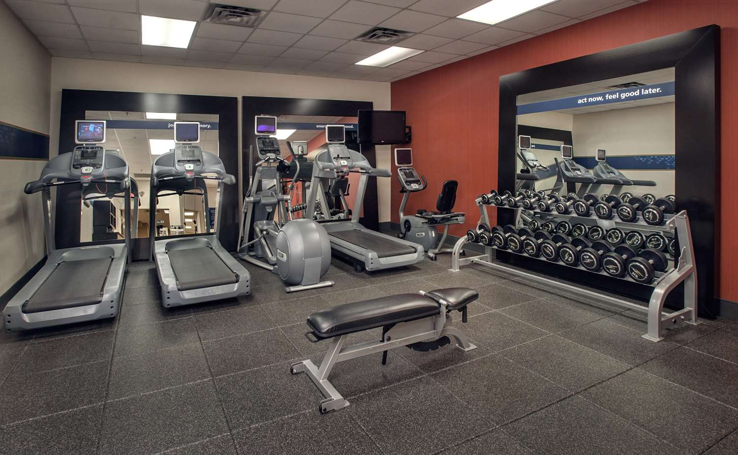 Fitness/ Exercise Room - Hampton Inn & Suites Downtown Milwaukee