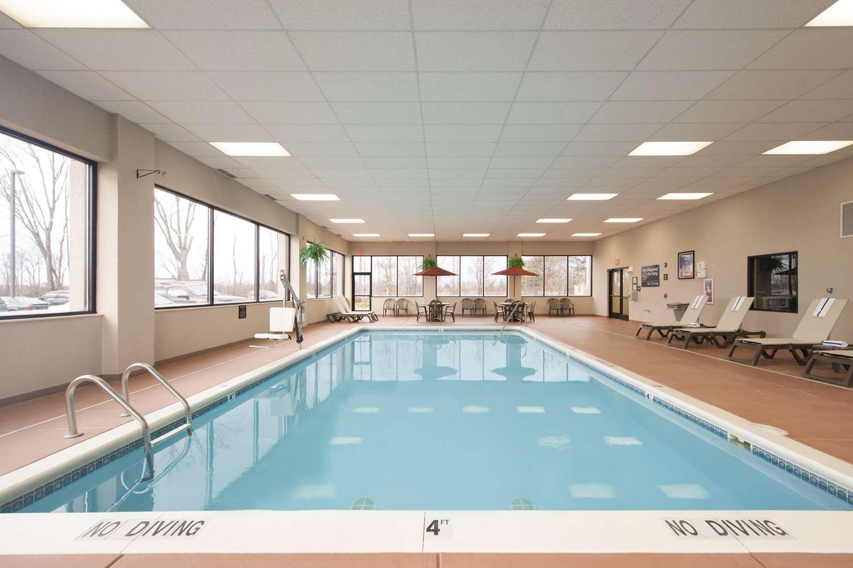 Pool - Hampton Inn Muskegon