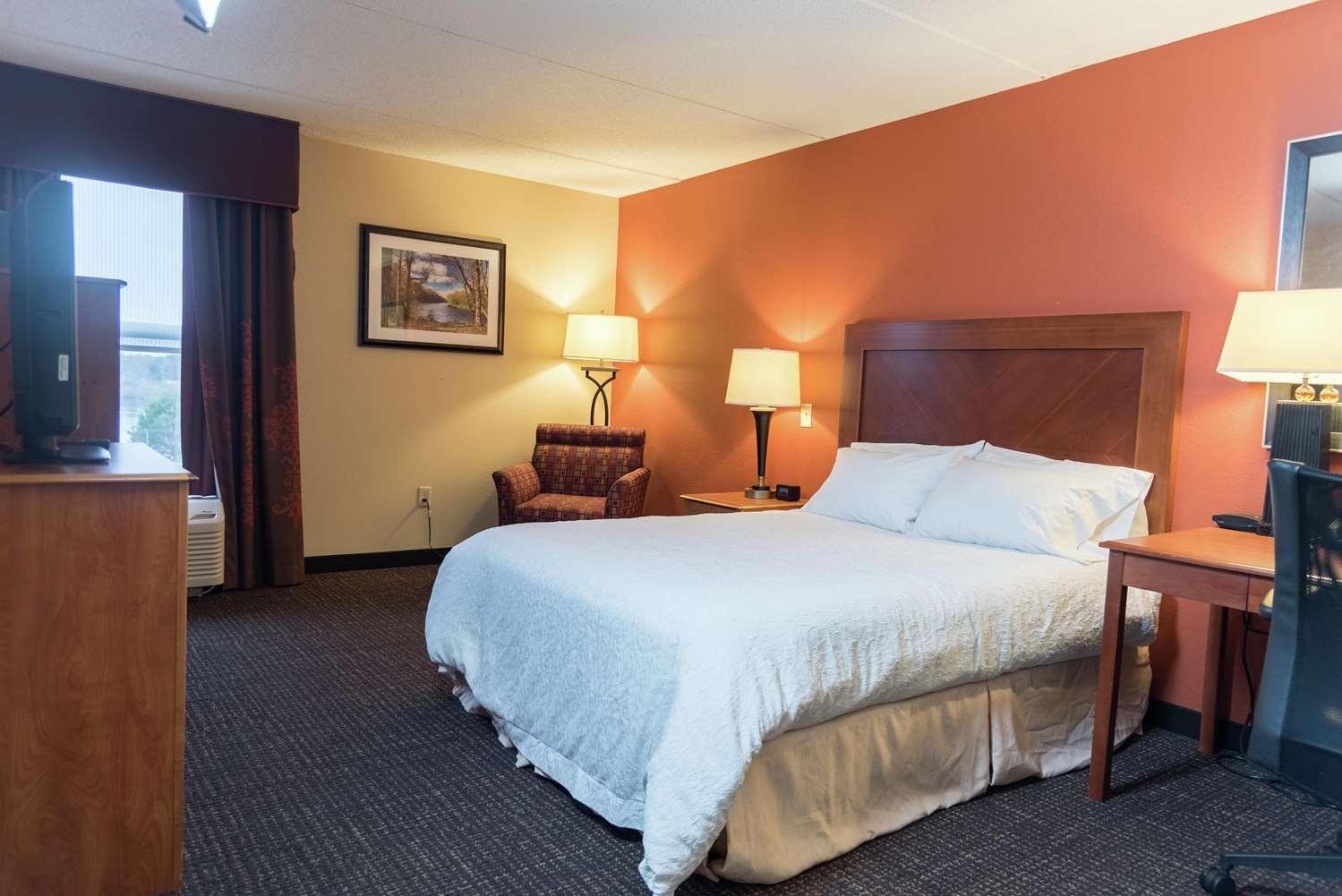 Room - Hampton Inn Muskegon