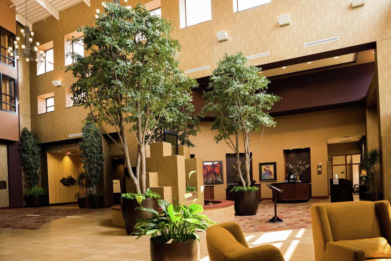 Lobby - Embassy Suites Brooklyn Center