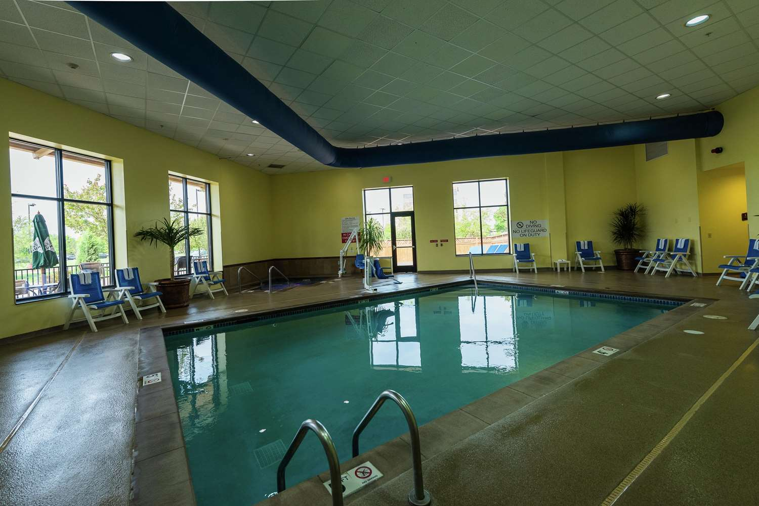 Pool - Embassy Suites Brooklyn Center
